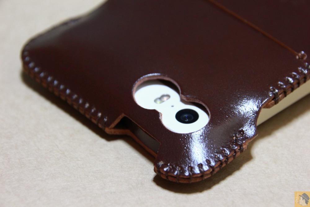 カメラ穴 - 革の王様使ったabicase(アビケース)/ abicase cawa ウォレットジャケット コードバン ブラウン / iPhone 5/5s