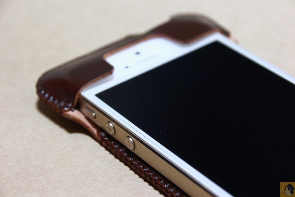 上部フラップ - 革の王様使ったabicase(アビケース)/ abicase cawa ウォレットジャケット コードバン ブラウン / iPhone 5/5s