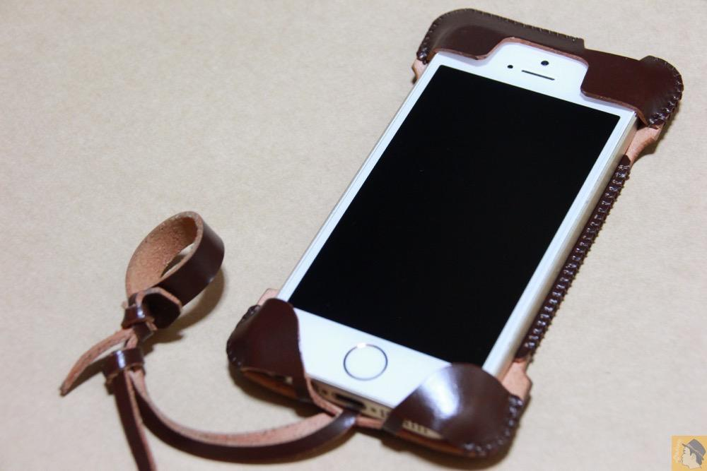 iPhone装着 - 革の王様使ったabicase(アビケース)/ abicase cawa ウォレットジャケット コードバン ブラウン / iPhone 5/5s