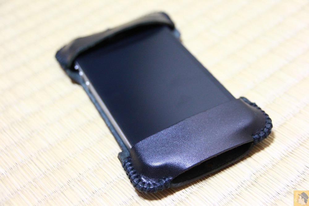 装着表面 - abicase(アビケース) cawa ヌメ革 ブラック / iPhone 4S / 使用期間が少なかったabicase