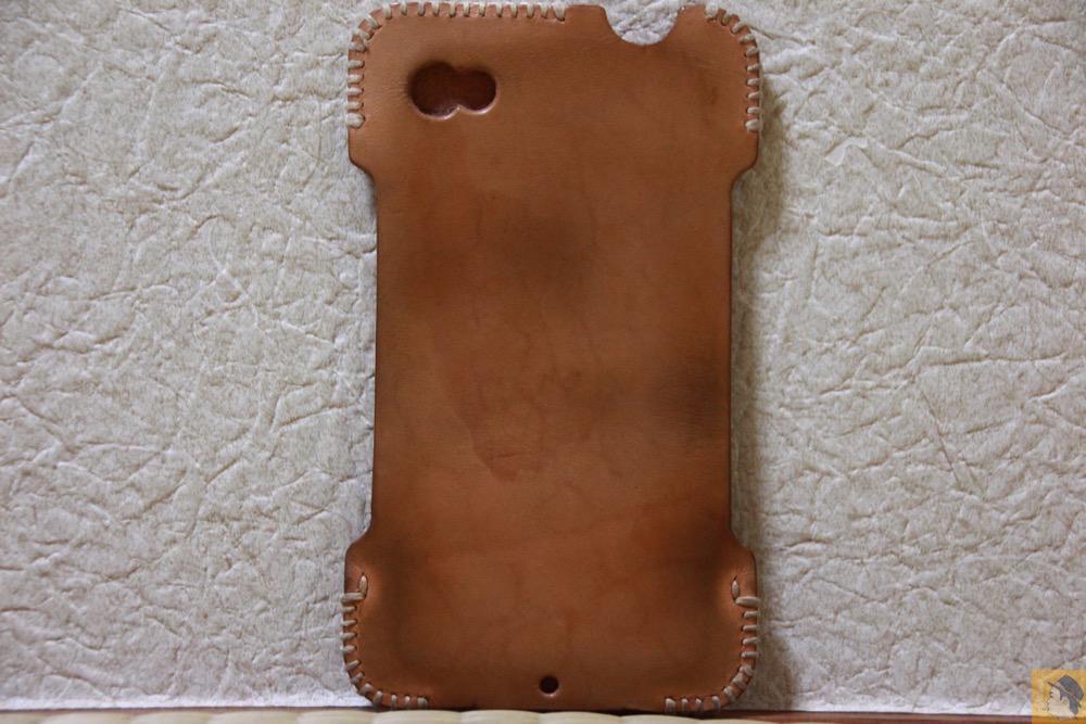 背面 - 初めての革でメンテナンスをよくしたabicase(アビケース)/ abicase cawa シンプルジャケット ヌメ革 / iPhone 4S