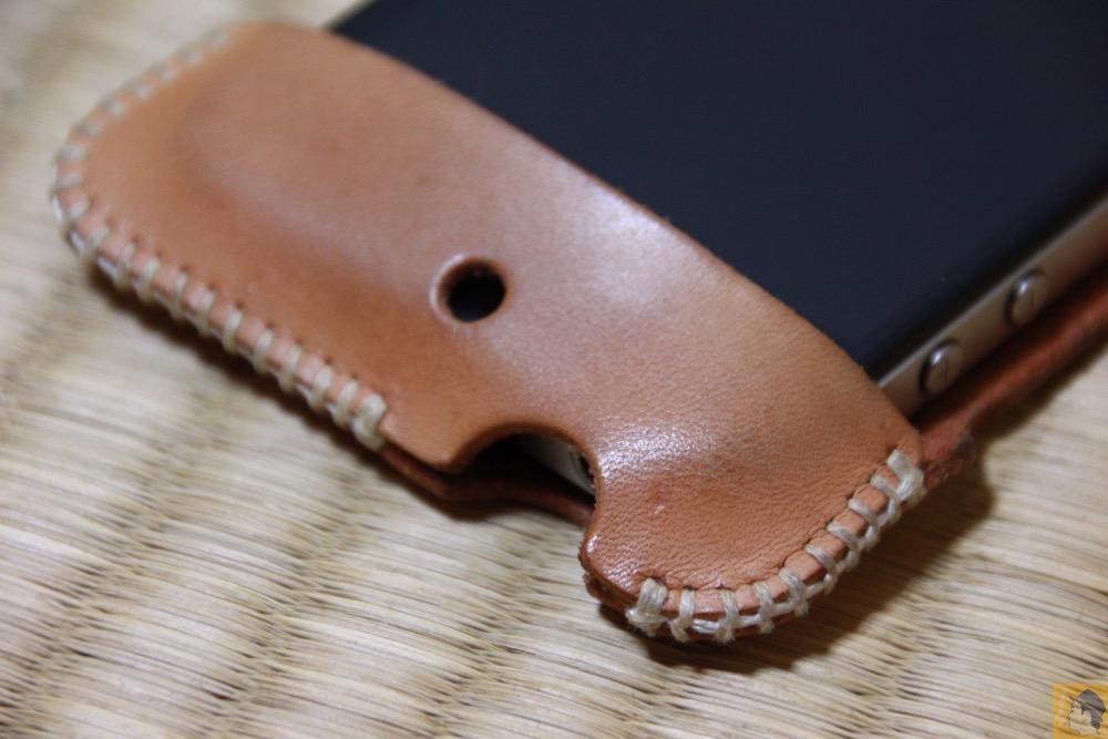 フラップ上部 - 初めての革でメンテナンスをよくしたabicase(アビケース)/ abicase cawa シンプルジャケット ヌメ革 / iPhone 4S