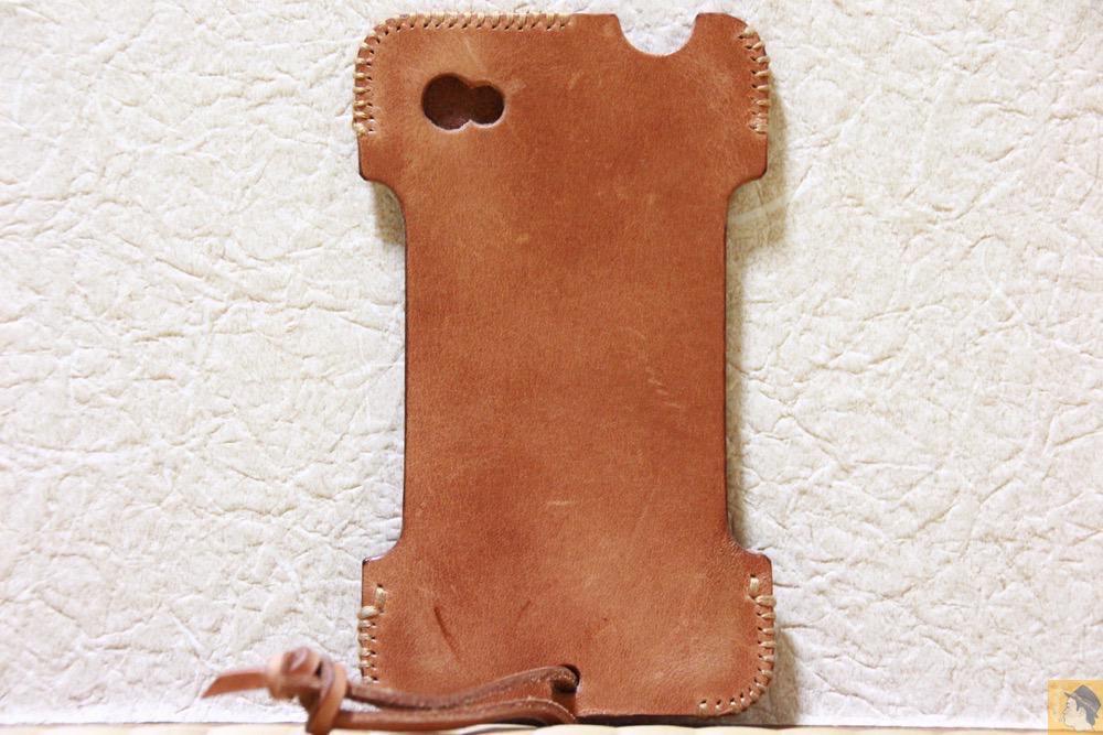 背面 - エイジングしたかのような色のabicase(アビケース)/ abicase cawa シンプルジャケット 栃木レザー 飴色 / iPhone 4S