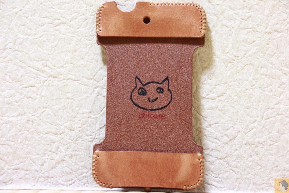 表面 - エイジングしたかのような色のabicase(アビケース)/ abicase cawa シンプルジャケット 栃木レザー 飴色 / iPhone 4S