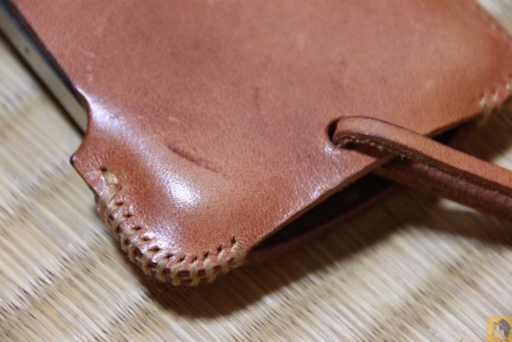 良き色したabicase - エイジングしたかのような色のabicase(アビケース)/ abicase cawa シンプルジャケット 栃木レザー 飴色 / iPhone 4S