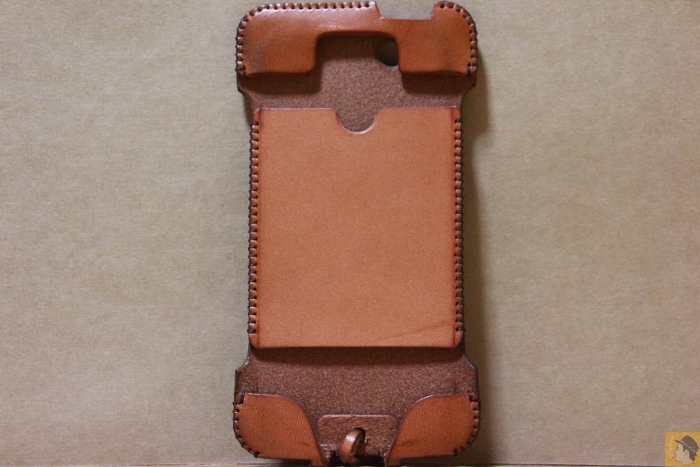 表面 - 現在のフラップ部分の原型になったabicase(アビケース)/ abicase cawa ウォレットジャケット 栃木レザー 飴色 / iPhone 5/5s