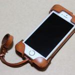 現在のフラップ部分の原型になったabicase(アビケース)/ abicase cawa ウォレットジャケット 栃木レザー 飴色 / iPhone 5/5s