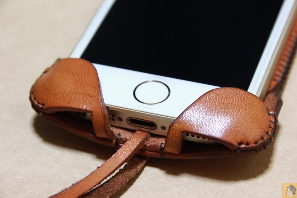 フラップ部分 - 現在のフラップ部分の原型になったabicase(アビケース)/ abicase cawa ウォレットジャケット 栃木レザー 飴色 / iPhone 5/5s