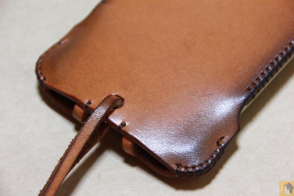 背面下部 - 現在のフラップ部分の原型になったabicase(アビケース)/ abicase cawa ウォレットジャケット 栃木レザー 飴色 / iPhone 5/5s