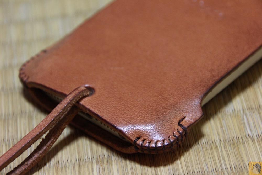 背面下部 - ウォレットジャケットだらけの中シンプルなabicase(アビケース)/ abicase cawa シンプルジャケット 栃木レザー 飴色 / iPhone 5/5s