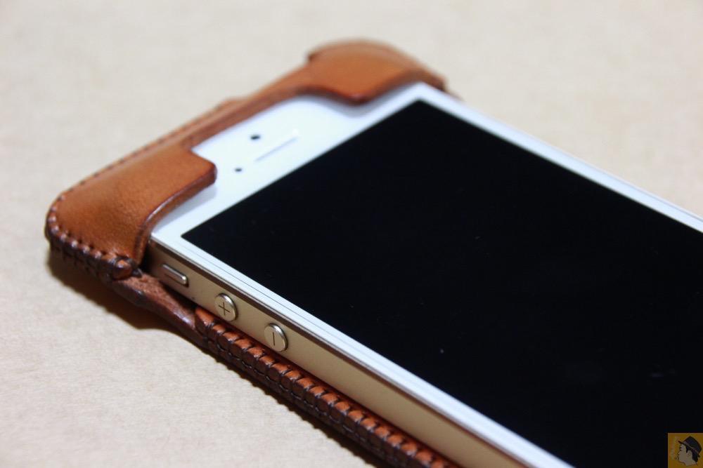 上部フラップ - abicase(アビケース) cawa ウォレットジャケット 飴色 / iPhone 5/5s / フラップ部分の原型になったabicase