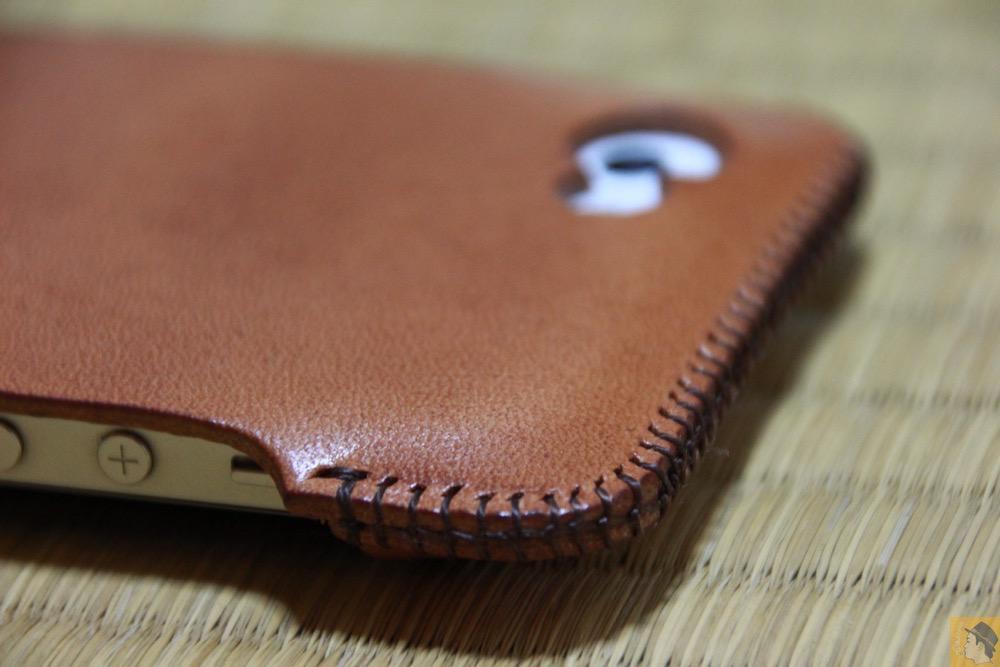 背面上部 - ウォレットジャケットだらけの中シンプルなabicase(アビケース)/ abicase cawa シンプルジャケット 栃木レザー 飴色 / iPhone 5/5s