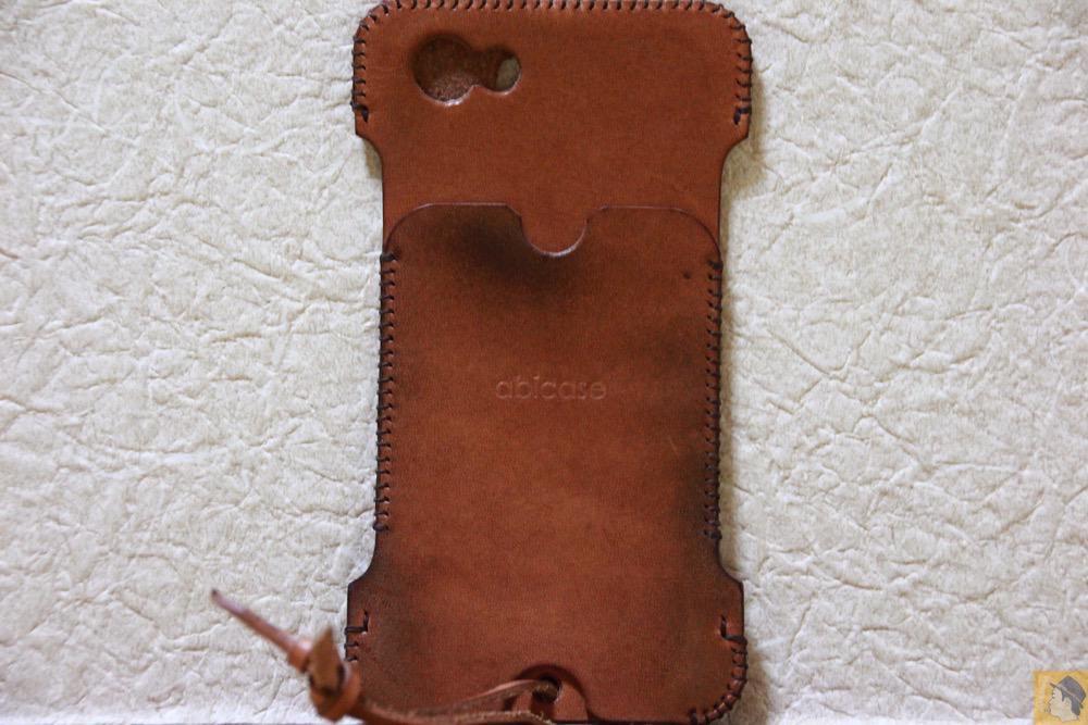 背面 - 今となっては珍しいタイプのabicase(アビケース)/ abicase cawa ウォレットジャケット 栃木レザー 飴色 / iPhone 5/5s