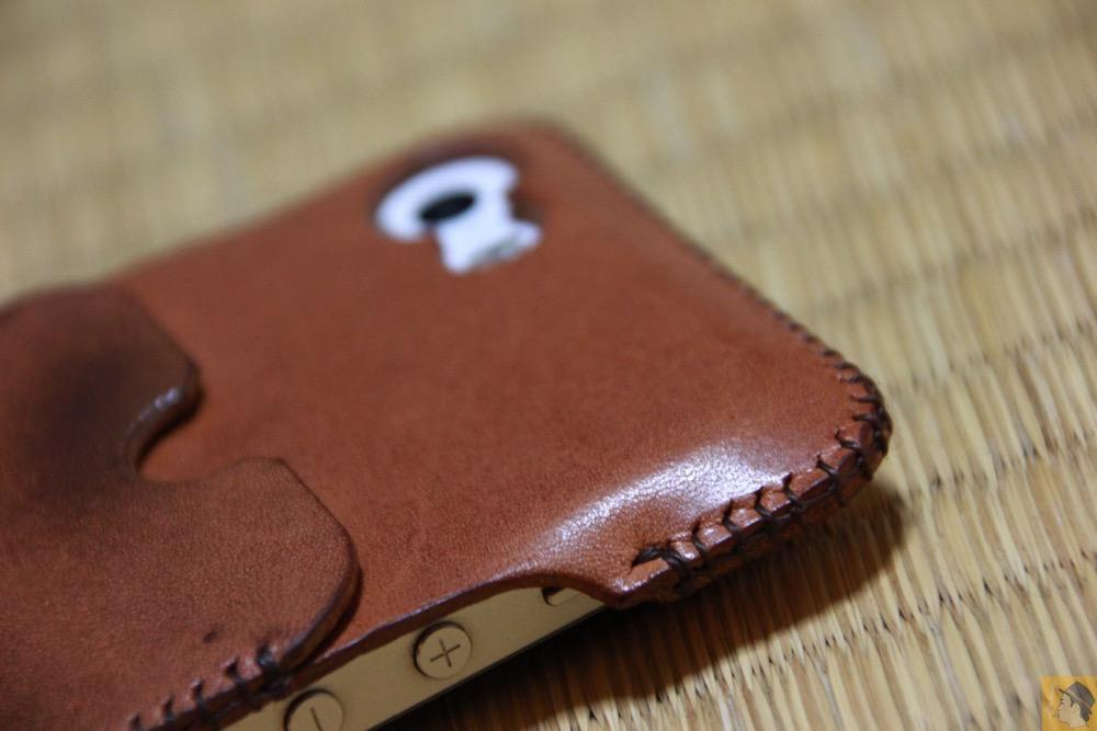 カメラ穴付近 - 今となっては珍しいタイプのabicase(アビケース)/ abicase cawa ウォレットジャケット 栃木レザー 飴色 / iPhone 5/5s