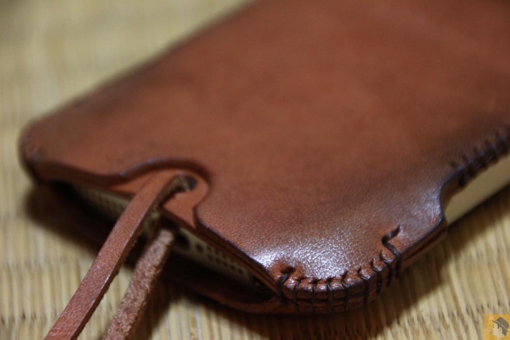 個人的にabicaseの綺麗な角度 - 今となっては珍しいタイプのabicase(アビケース)/ abicase cawa ウォレットジャケット 栃木レザー 飴色 / iPhone 5/5s