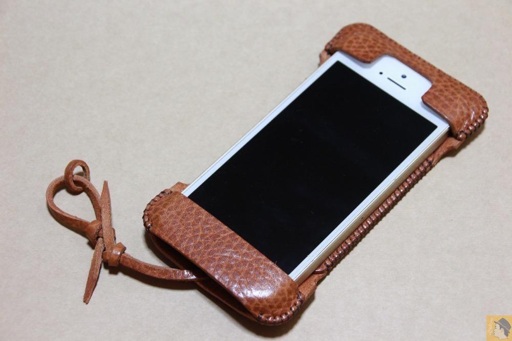アイキャッチ - abicase(アビケース) cawa ウォレットジャケット 栃木レザー オイルバケッタブラウン / iPhone 5/5s / 表面が特徴的な柄したabicase アビケース