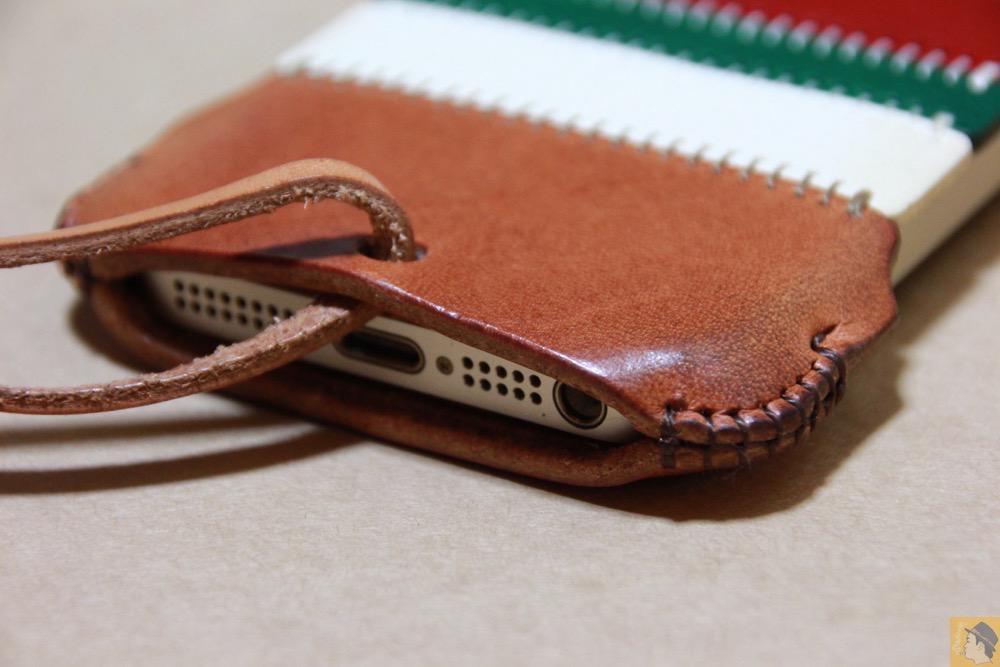 iPhone装着背面下部 - abicase(アビケース) cawa シンプルジャケット 栃木レザー トリコロール / iPhone 5/5s / カラフルトリコロールのabicase アビケース