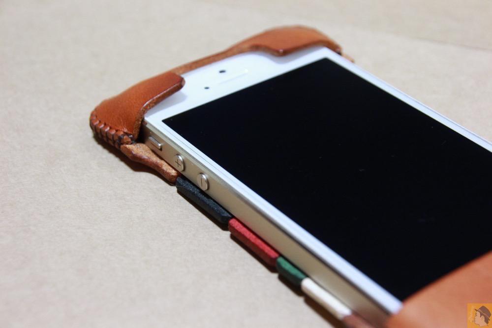 フラップ部分 - abicase(アビケース) cawa シンプルジャケット 栃木レザー トリコロール / iPhone 5/5s / カラフルトリコロールのabicase アビケース