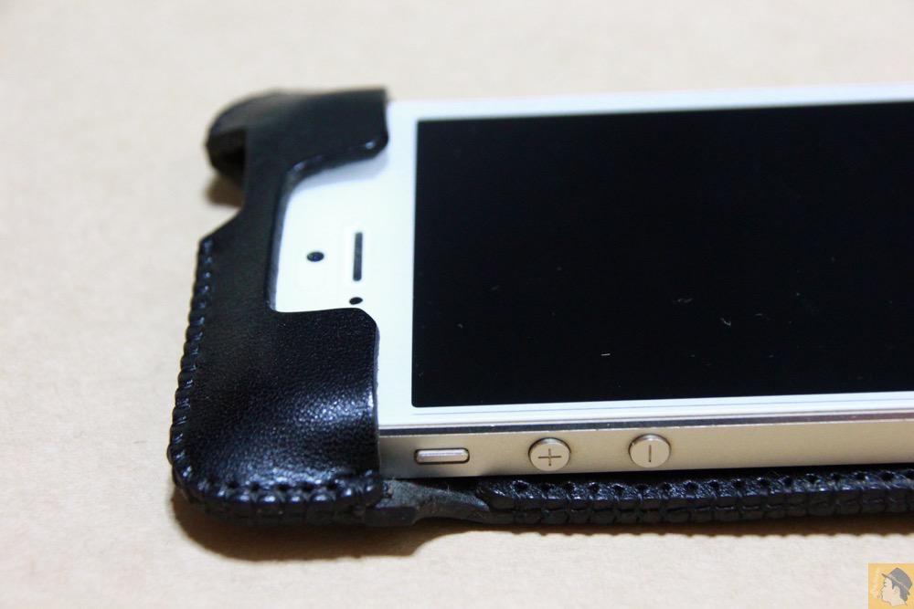 フラップ上部 - 指紋認証に初めて対応したabicase(アビケース)/ abicase cawa ウォレットジャケット 栃木レザー ブラック  / iPhone 5/5s