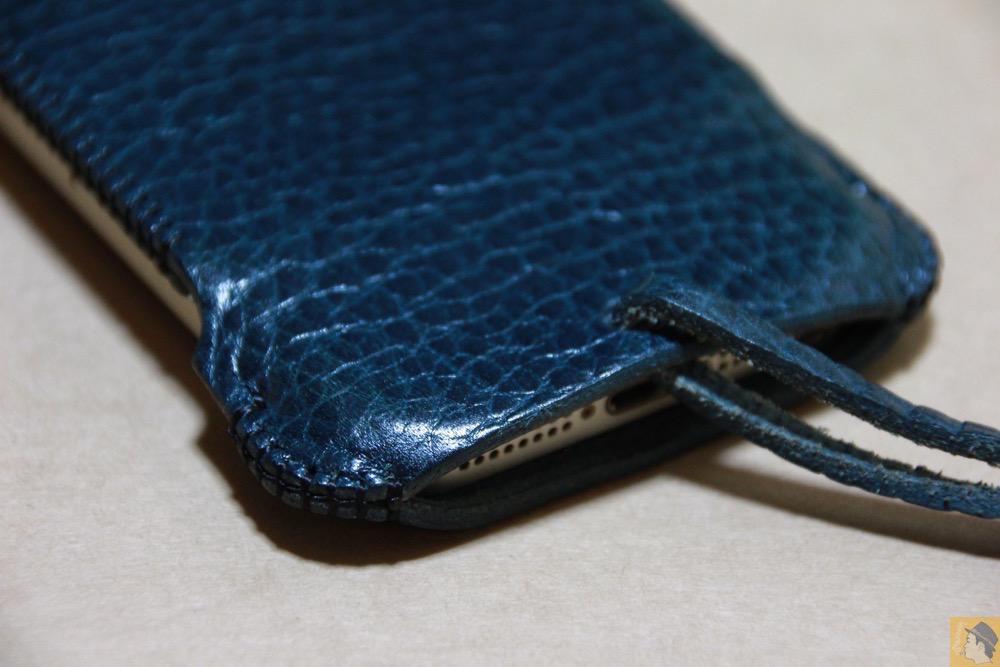 背面下部 - オイルバケッタブルーが綺麗なabicase(アビケース)/ abicase cawa ウォレットジャケット 栃木レザー オイルバケッタブルー / iPhone 5/5s