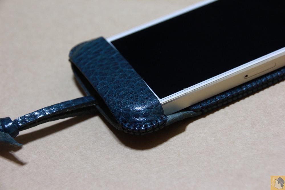 下部フラップ - オイルバケッタブルーが綺麗なabicase(アビケース)/ abicase cawa ウォレットジャケット 栃木レザー オイルバケッタブルー / iPhone 5/5s
