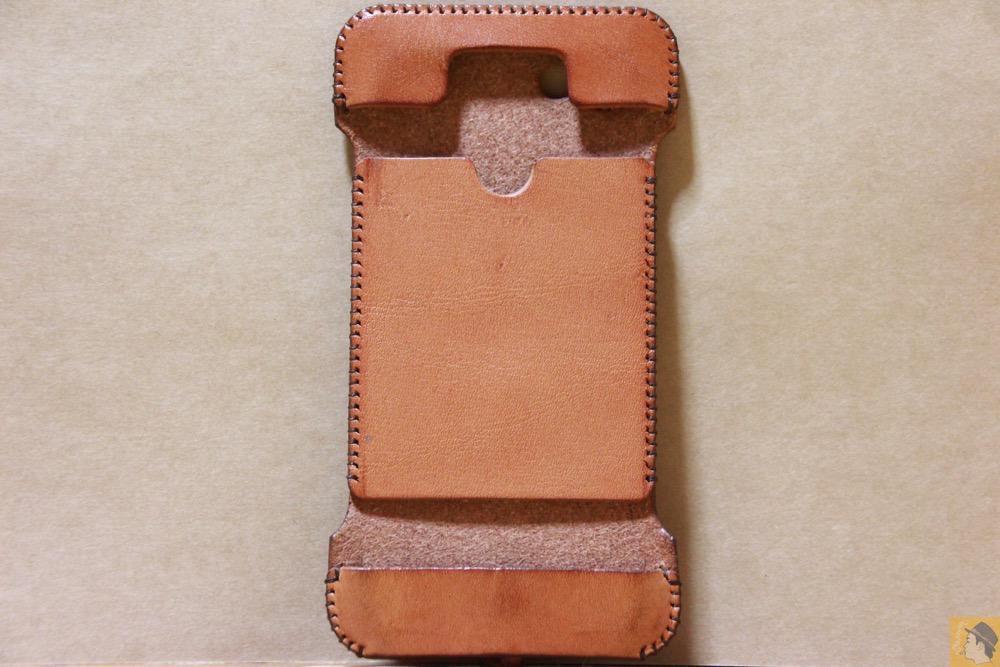 表面 - シミを作ってしまいアタフタしたabicase(アビケース)/ abicase cawa ウォレットジャケット 栃木レザー 飴色 / iPhone 5/5s
