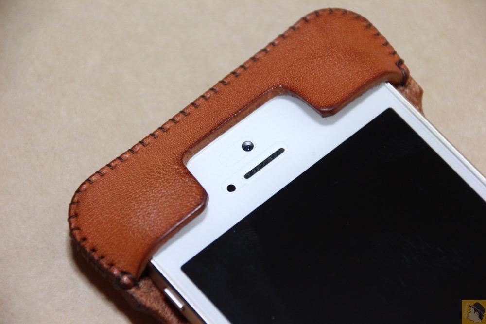 フラップ部分 - シミを作ってしまいアタフタしたabicase(アビケース)/ abicase cawa ウォレットジャケット 栃木レザー 飴色 / iPhone 5/5s
