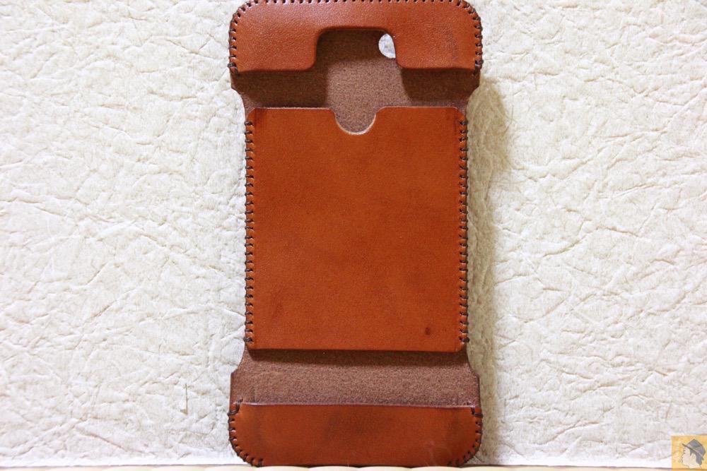 表面 - エイジングすると良い色になるabicase(アビケース)/ abicase cawa ウォレットジャケット 栃木レザー キャメル / iPhone 5/5s