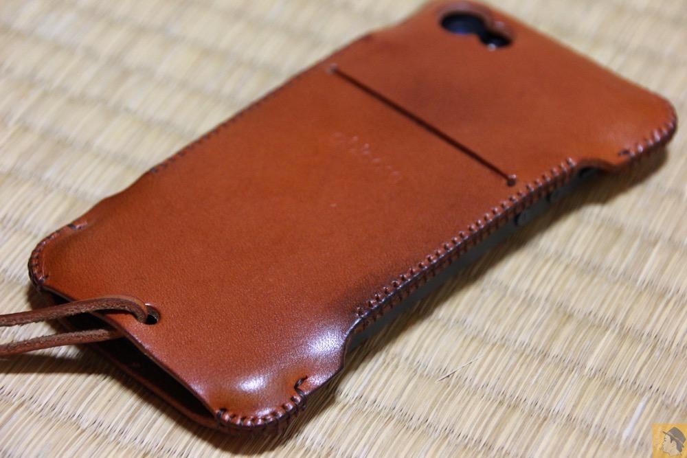 iPhone装着した背面 - abicase(アビケース) cawa wallet jacket 栃木レザー キャメル / iPhone 5/5s / エイジングすると良い色になるabicase