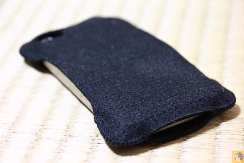 背面 - 粗雑に扱ったフェルト製abicase(アビケース)/ abicase felt black / iPhone 4S
