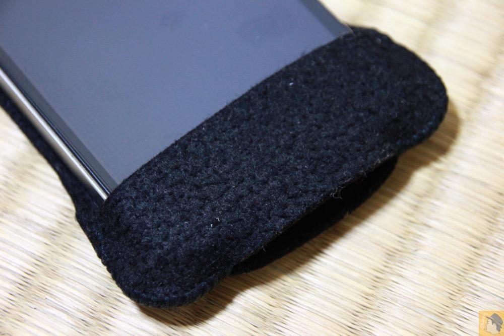 フラップ部分 - 粗雑に扱ったフェルト製abicase(アビケース)/ abicase felt black / iPhone 4S
