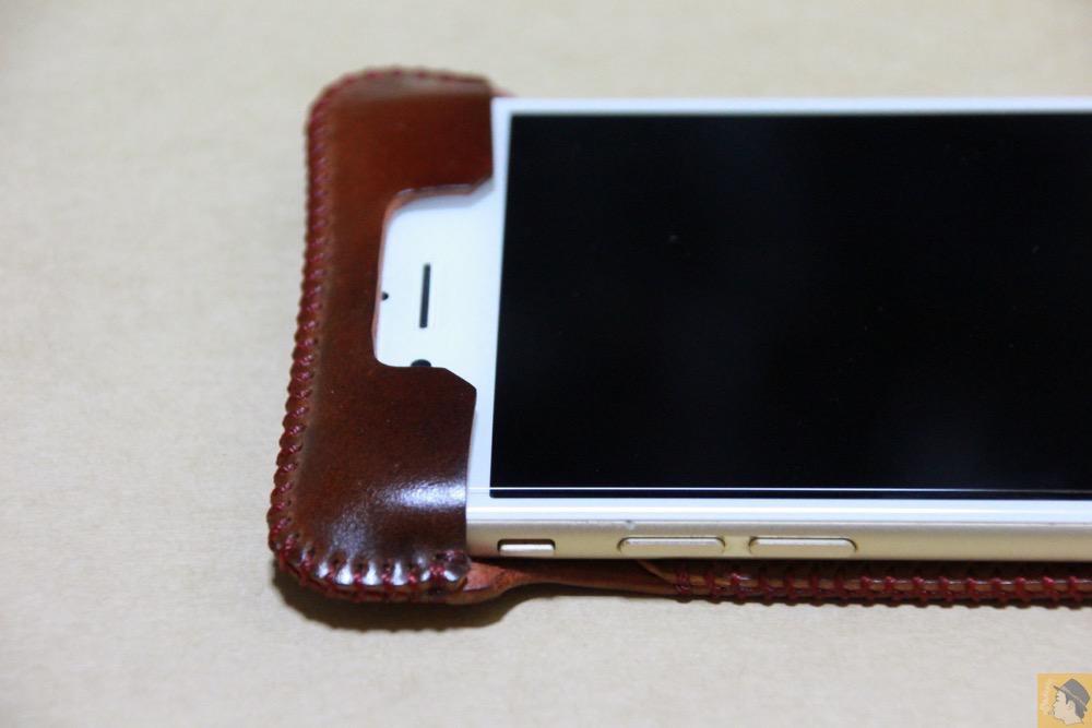 フラップ上部 - レッドブラウン色が魅力的なabicase(アビケース)/ abicase cawa ウォレットジャケット コードバン レッドブラウン  / iPhone 6/6s