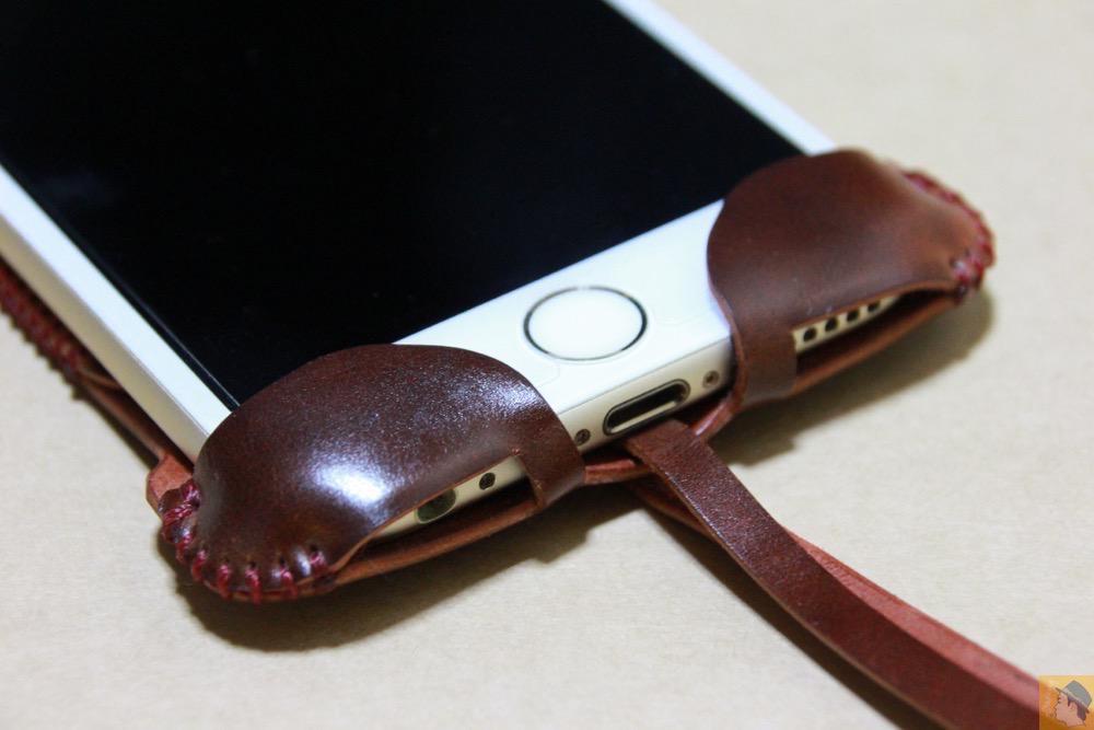フラップ下部 - レッドブラウン色が魅力的なabicase(アビケース)/ abicase cawa ウォレットジャケット コードバン レッドブラウン  / iPhone 6/6s