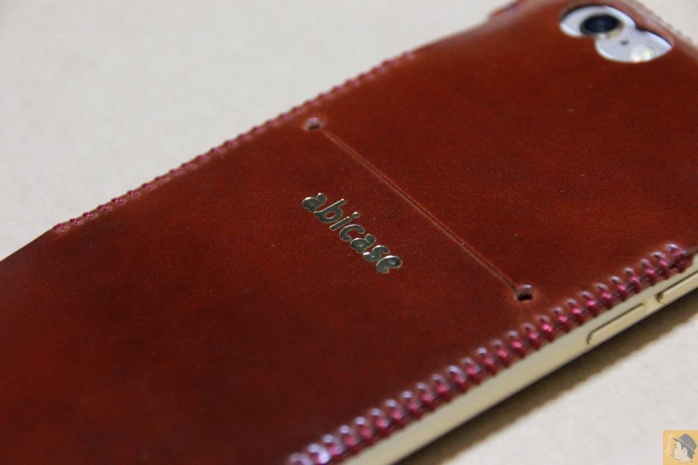 iPhoneに装着した背面 - レッドブラウン色が魅力的なabicase(アビケース)/ abicase cawa ウォレットジャケット コードバン レッドブラウン  / iPhone 6/6s