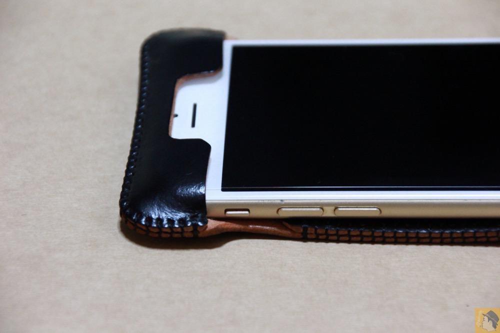 フラップ上部 - 墨のような黒さのabicase(アビケース)/ abicase cawa ウォレットジャケット コードバン 墨黒 / iPhone 6/6s