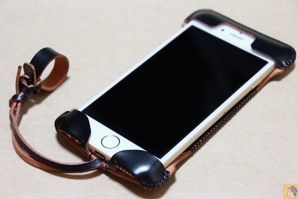 iPhone装着した表面 - abicase(アビケース) cawa ウォレットジャケット コードバン 墨黒 / iPhone 6/6s / 墨のような黒さのabicase