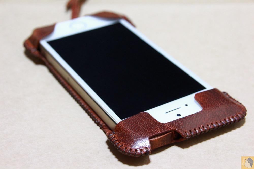 フラップ上部 - 珍しい鹿革を使ったabicase(アビケース)/ abicase cawa ウォレットジャケット 鹿革 / iPhone 5/5s /