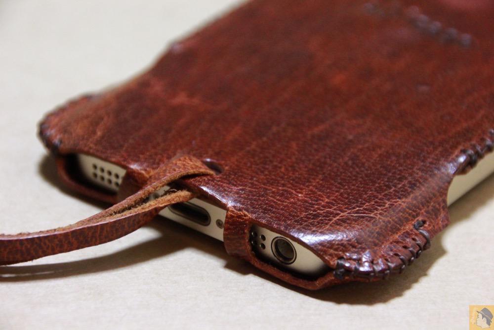 フラップ下部の背面 - 珍しい鹿革を使ったabicase(アビケース)/ abicase cawa ウォレットジャケット 鹿革 / iPhone 5/5s /