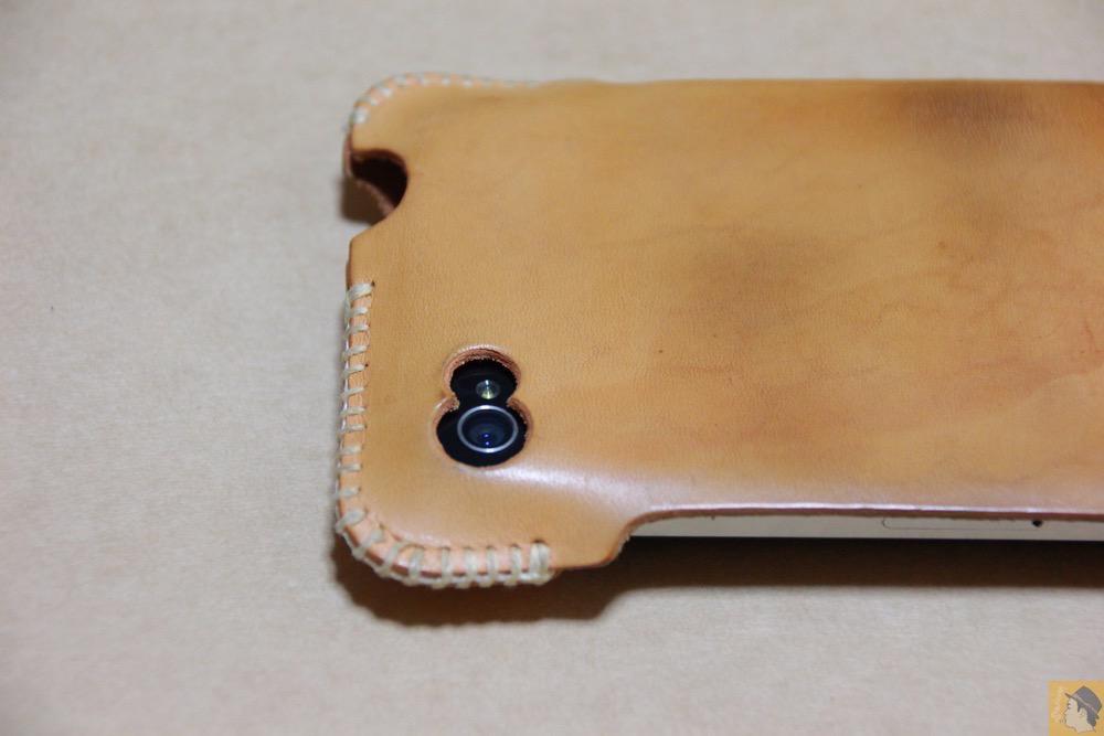 カメラ穴 - 革ラインナップ初のabicase(アビケース) / ヌメ革のエイジング(経年変化)が面白い / iPhone 4S [レビュー 3/40]