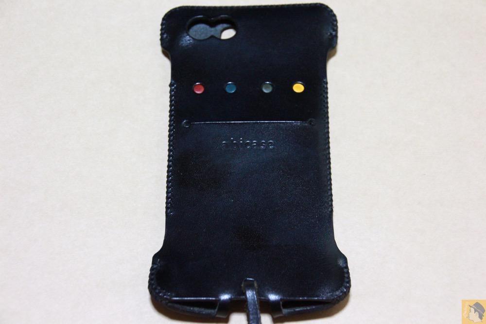 背面 - ドット柄が分かる人には分かるabicase(アビケース)/ abicase cawa ウォレットジャケット 栃木レザー ブラック / iPhone 6/6s