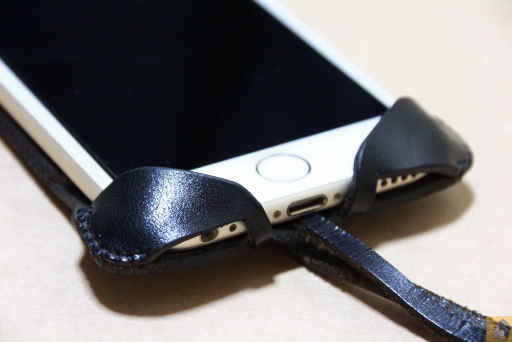 フラップ下部 - ドット柄が分かる人には分かるabicase(アビケース)/ abicase cawa ウォレットジャケット 栃木レザー ブラック / iPhone 6/6s