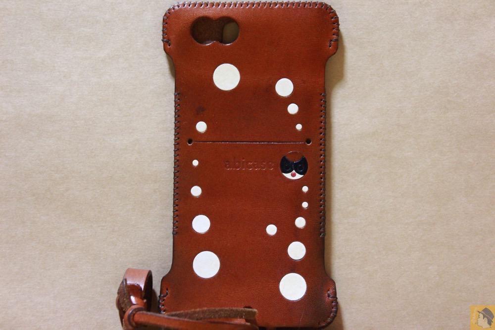 背面 - abicase(アビケース) cawa ウォレットジャケット 栃木レザー キャメル / iPhone 6/6s / 背面のデザインで思いっきり遊んだabicase