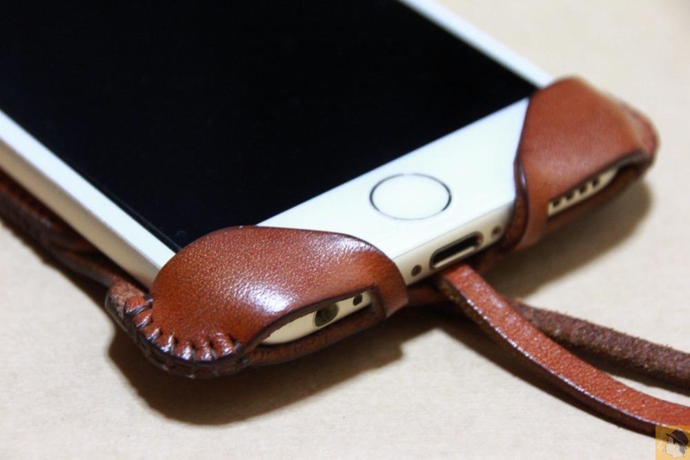 フラップ下部 - 背面のデザインで思いっきり遊んだabicase(アビケース)/ abicase cawa ウォレットジャケット 栃木レザー キャメル / iPhone 6/6s