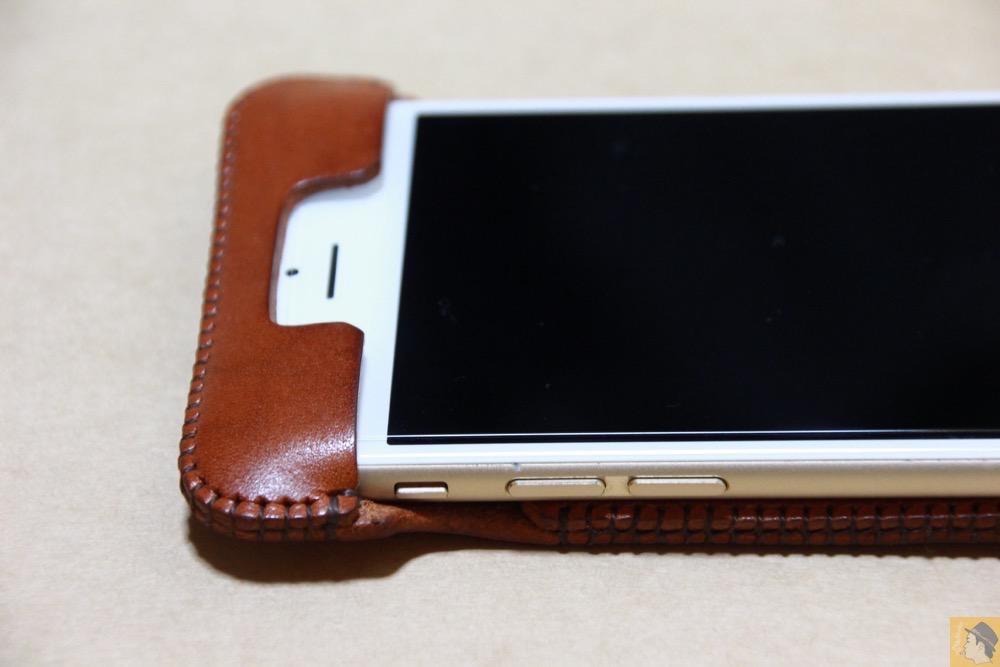 フラップ上部 - 初リンゴドット柄のabicase(アビケース)/ abicase cawa ウォレットジャケット 栃木レザー キャメル / iPhone 6/6s