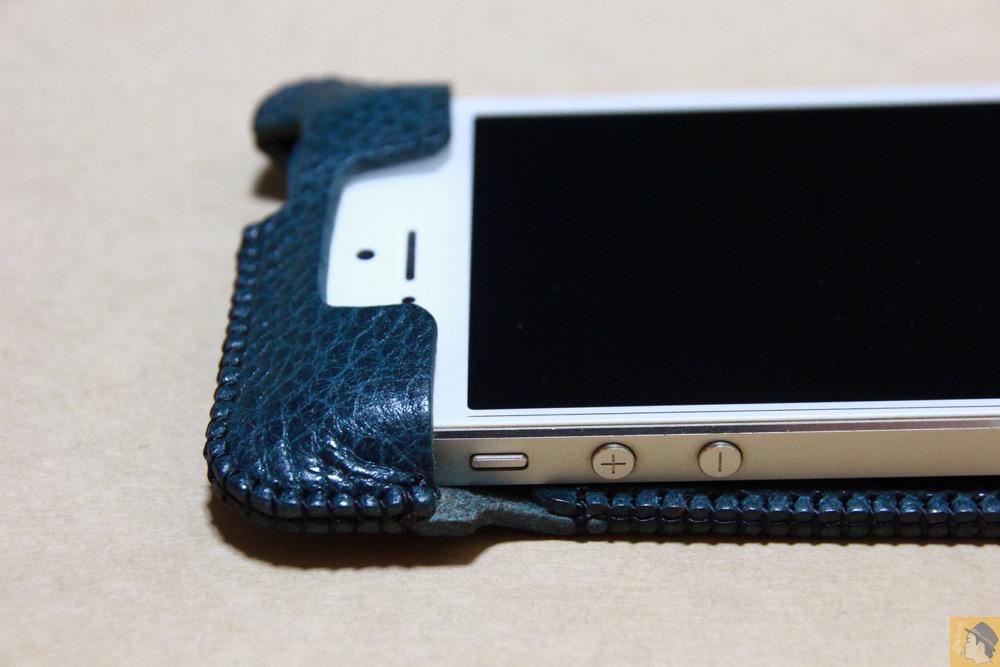 フラップ上部 - 指紋認証対応したオイルバケッタレザーのabicase(アビケース)/ abicase cawa ウォレットジャケット 栃木レザー オイルバケッタブルー / iPhone 5/5s
