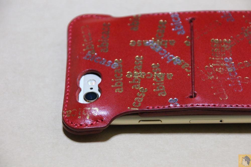 カメラ穴 - 初じめての赤でインパクトある背面のabicase(アビケース)/ abicase cawa ウォレットジャケット 栃木レザー 赤  / iPhone 6/6s