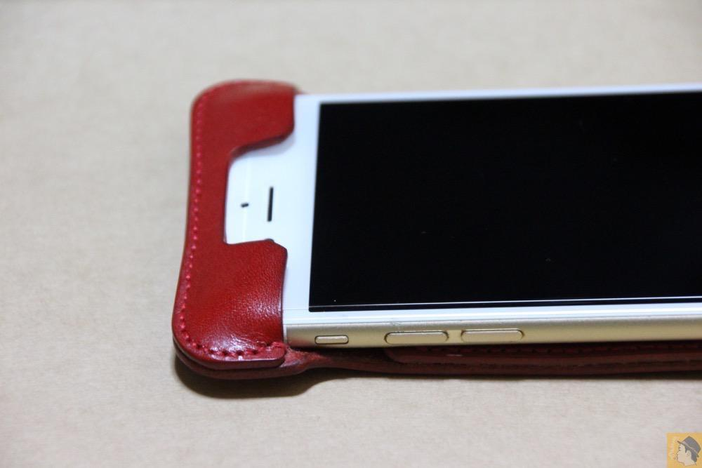 フラップ上部 - 初じめての赤でインパクトある背面のabicase(アビケース)/ abicase cawa ウォレットジャケット 栃木レザー 赤  / iPhone 6/6s