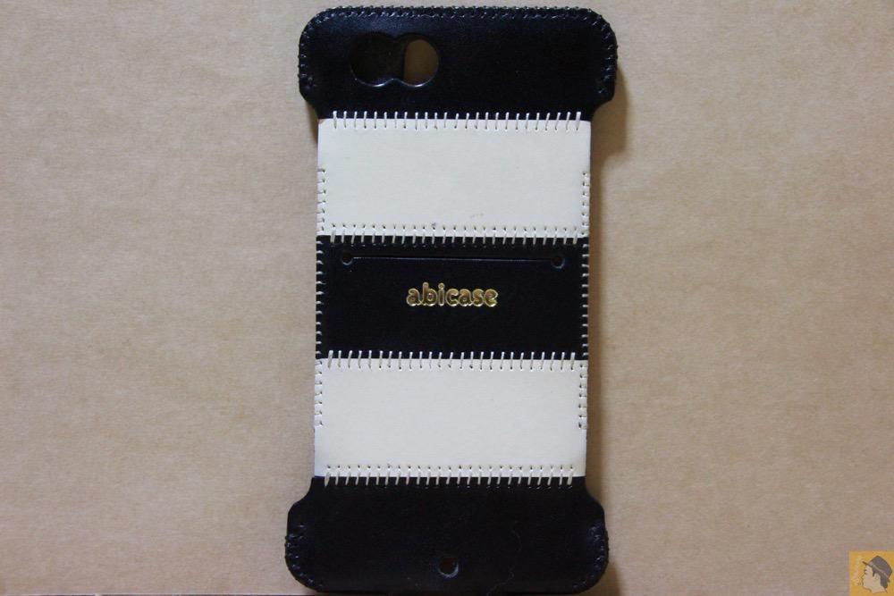 背面 - 白と黒の組み合わせが気に入っているabicase(アビケース)/ abicase cawa ウォレットジャケット 栃木レザー 白黒ストライプ  / iPhone 6/6s