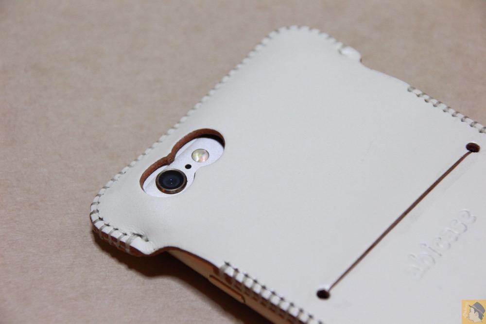 カメラ穴 - 銀面真っ白abicase(アビケース)/ abicase cawa ウォレットジャケット 栃木レザー シロ / iPhone 6/6s