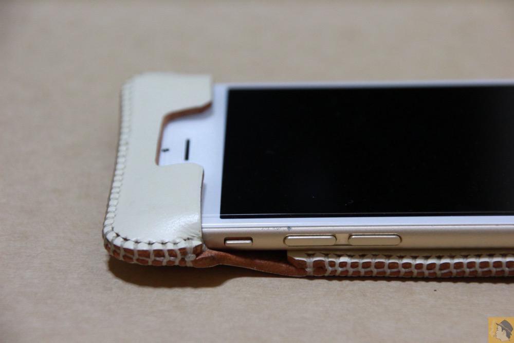 フラップ上部 - 銀面真っ白abicase(アビケース)/ abicase cawa ウォレットジャケット 栃木レザー シロ / iPhone 6/6s